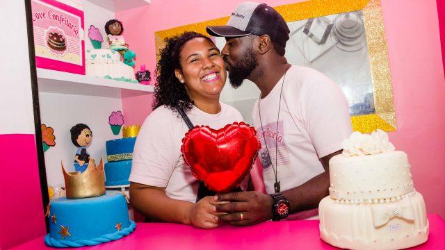 Thais e Thiago têm uma linda história de amor e empreendedorismo na Cidade de Deus, Zona Oeste do Rio de Janeiro. Foto: Renato Moura/Voz Das Comunidades