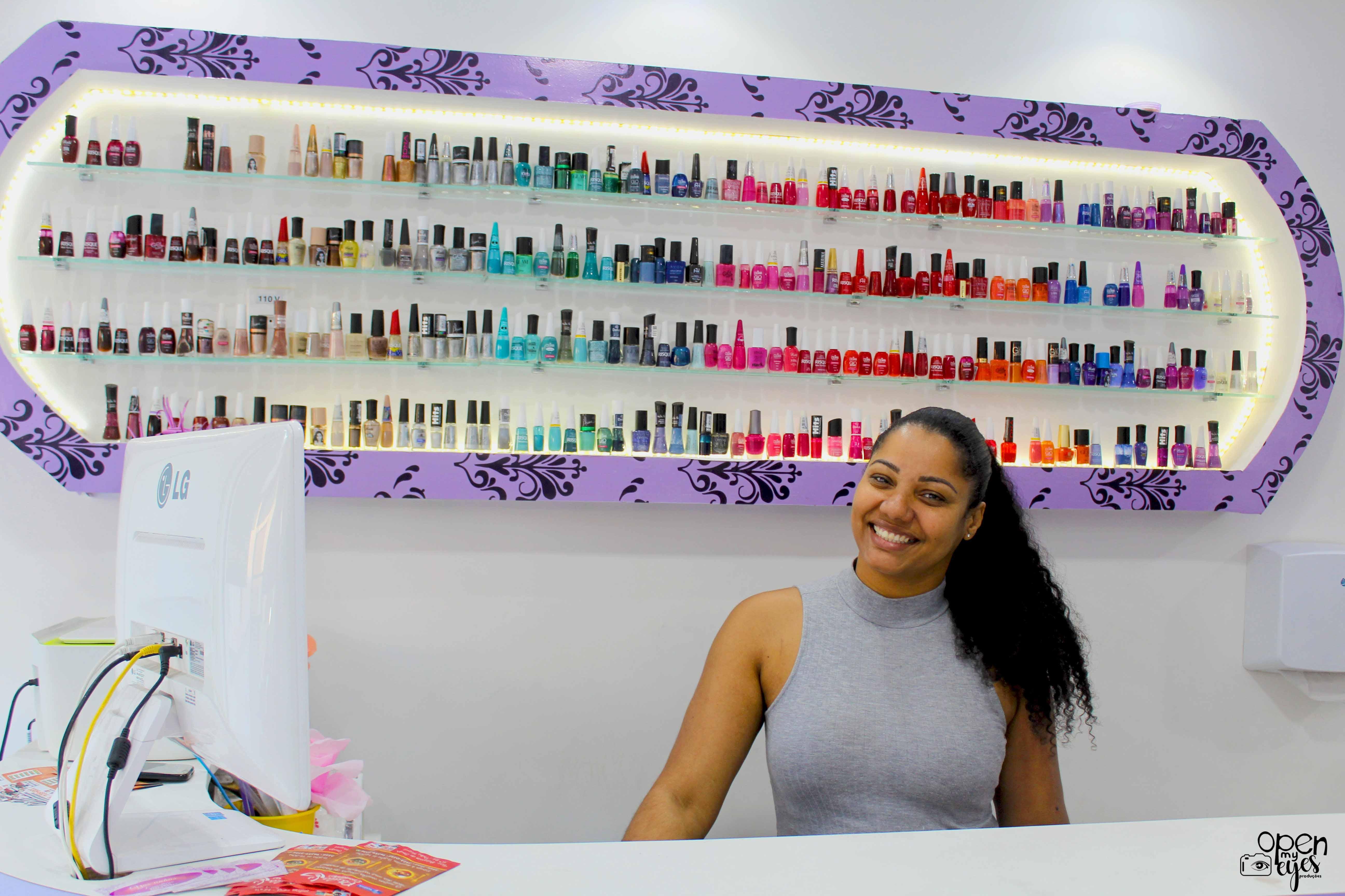 Esmalteria faz sucesso na Vila Vintém