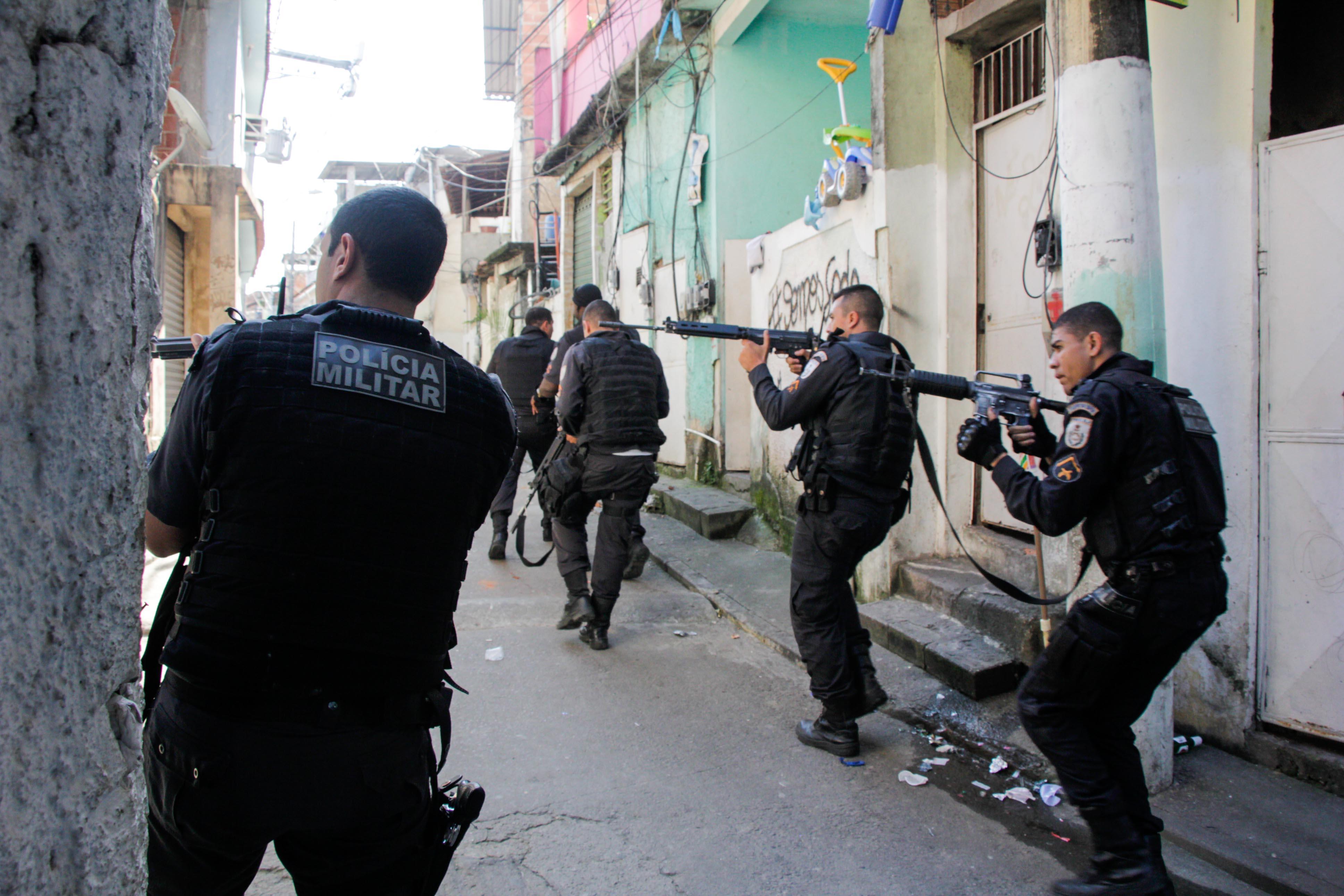 Operações e tiroteios deixam 4 mil alunos sem aulas em comunidades do Rio