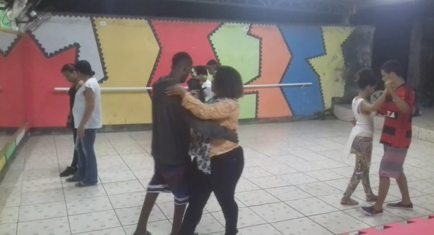 Projeto social oferece aula de dança no Morro da Formiga
