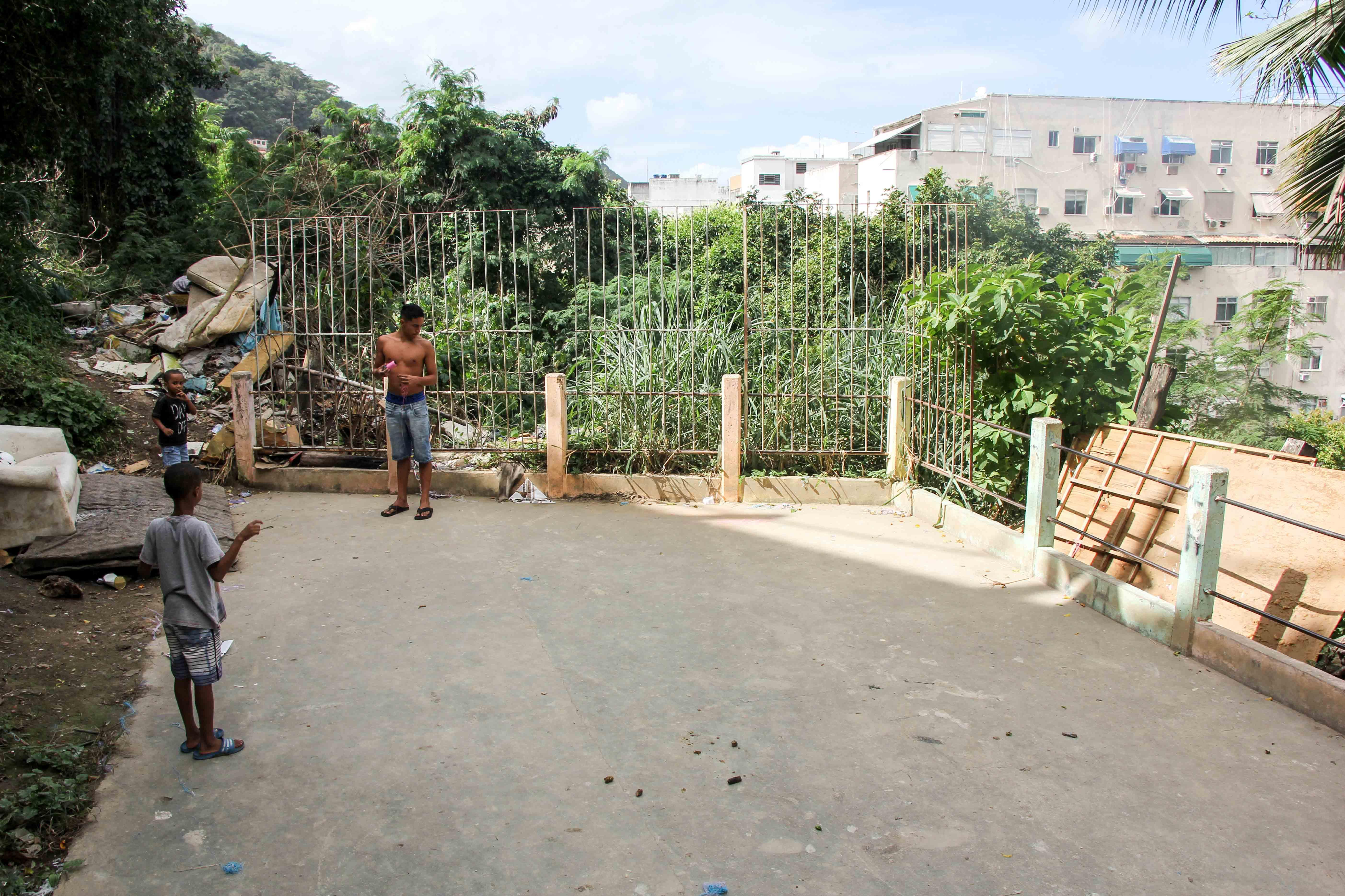 Associação de moradores quer construir uma nova praça no Morro da Babilônia