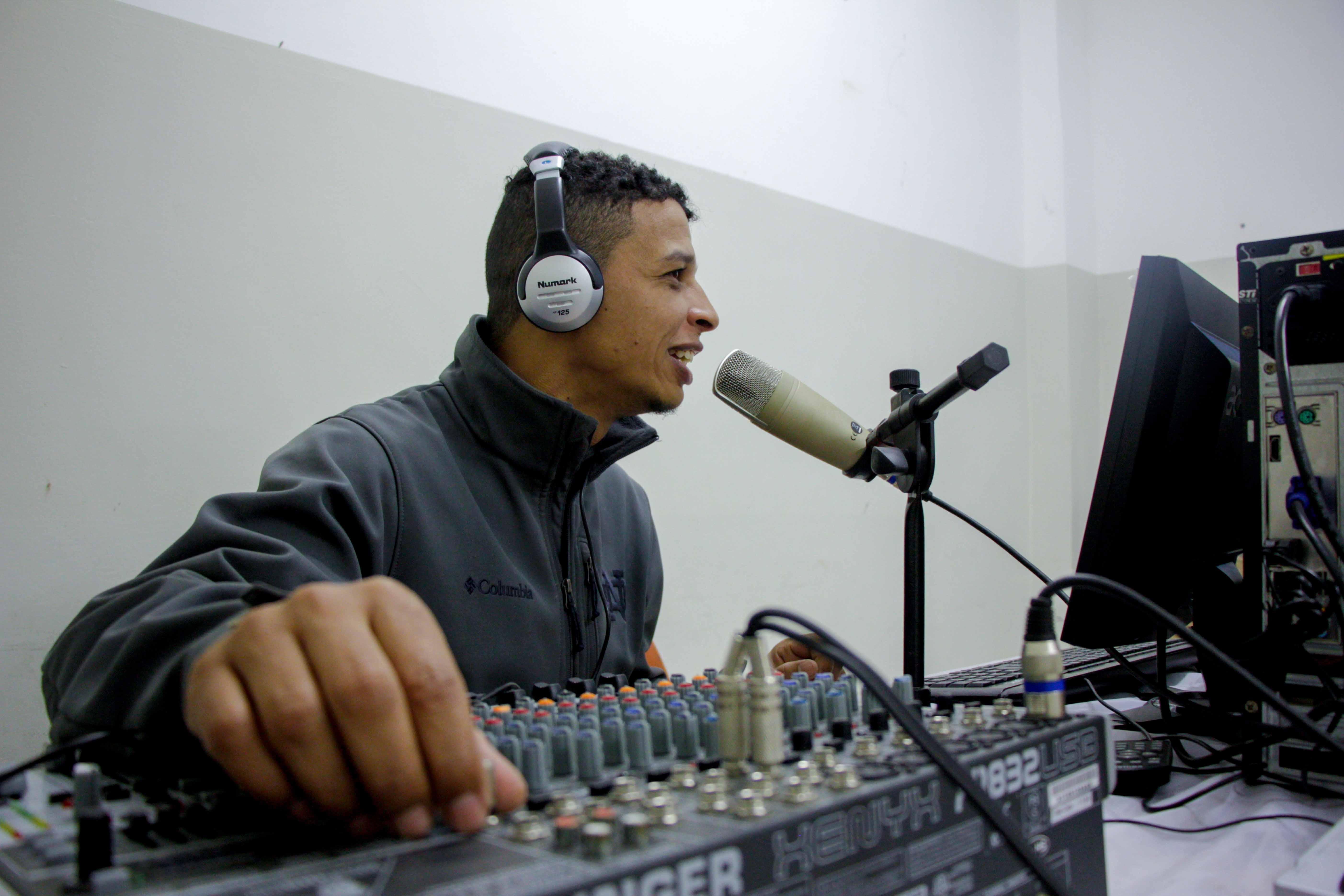 Rádio comunitária do Morro da Babilônia volta a funcionar