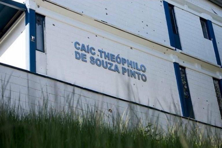 Associação de moradores vai revitalizar escola na Nova Brasília no Alemão