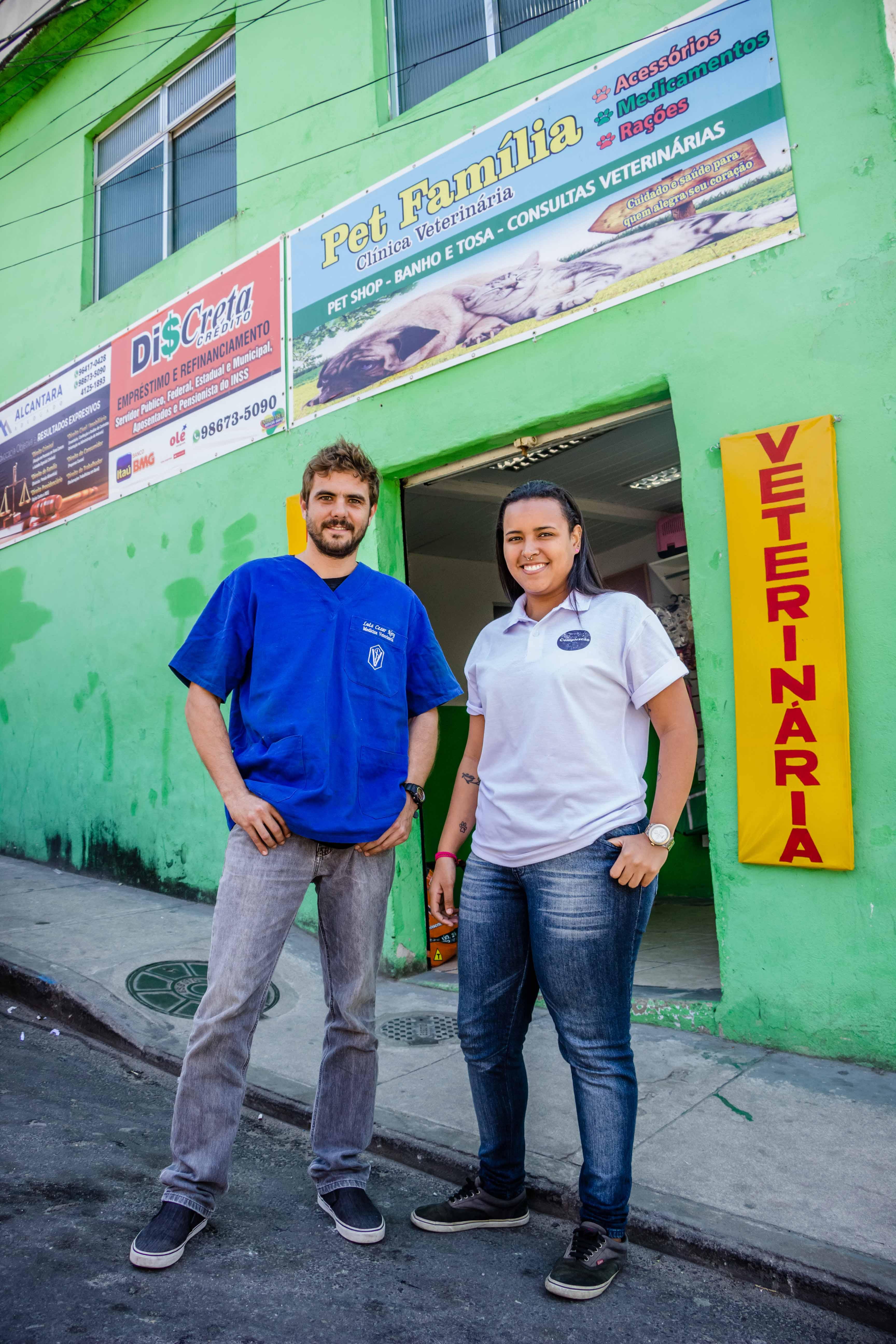 É uma troca de ajuda, não é um plano. Você está ajudando aos animais de rua e eu estou te ajudando pra você ajudar à eles Conta Dr. Cesar, referente à carteirinha de sociedade. Foto: Renato Moura/Voz Das Comunidades
