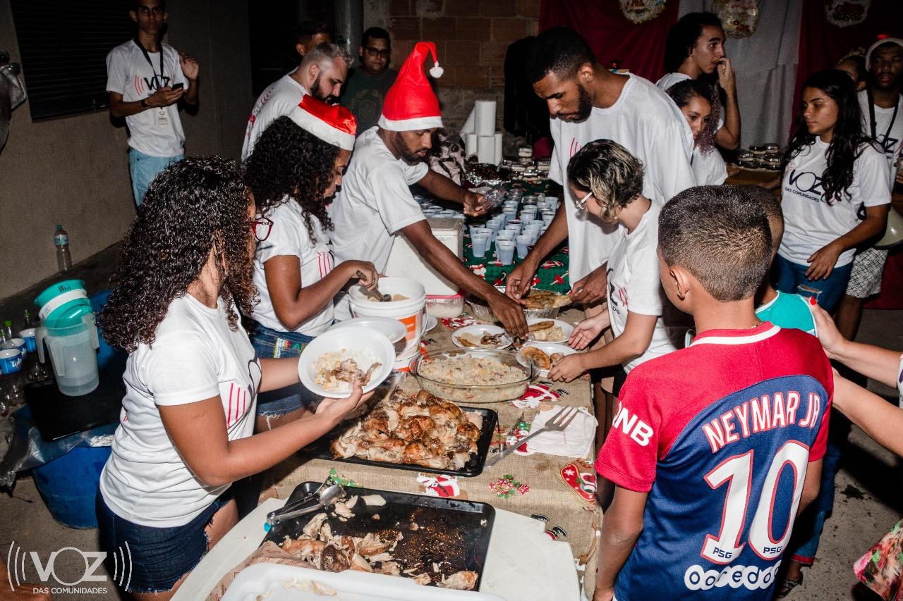Por um Natal Melhor: Ceia de natal na comunidade dos Mineiros distribui amor, carinho e solidariedade