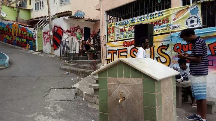 Médicos fazem atendimento de graça na Vila Cruzeiro