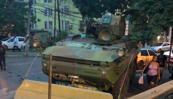 Forças armadas realizam operação na Cidade de Deus