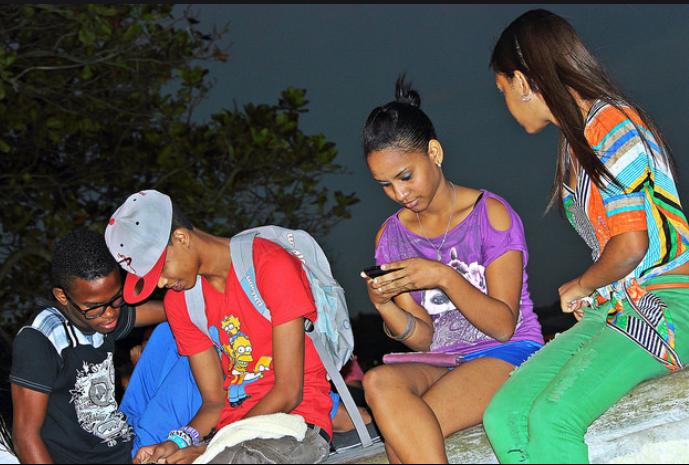 ARTIGO | O uso de celulares para a ampliação de possibilidades de atuação juvenil