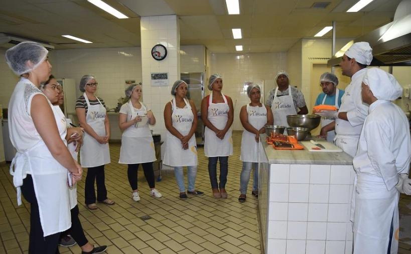 Instituto Arcádia oferece oficinas gratuitas de confecção de ovos de Páscoa e trufas de chocolates