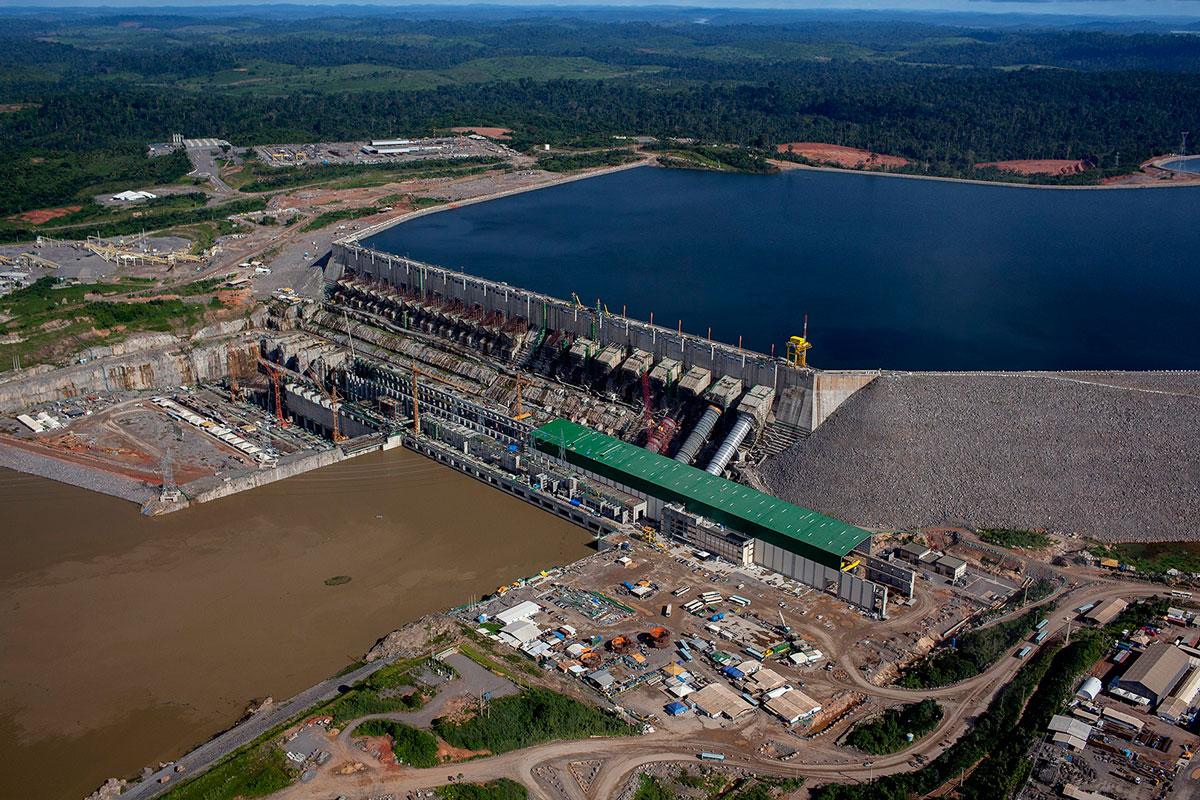 Apagão no Brasil deixa mais de 12 estados sem energia