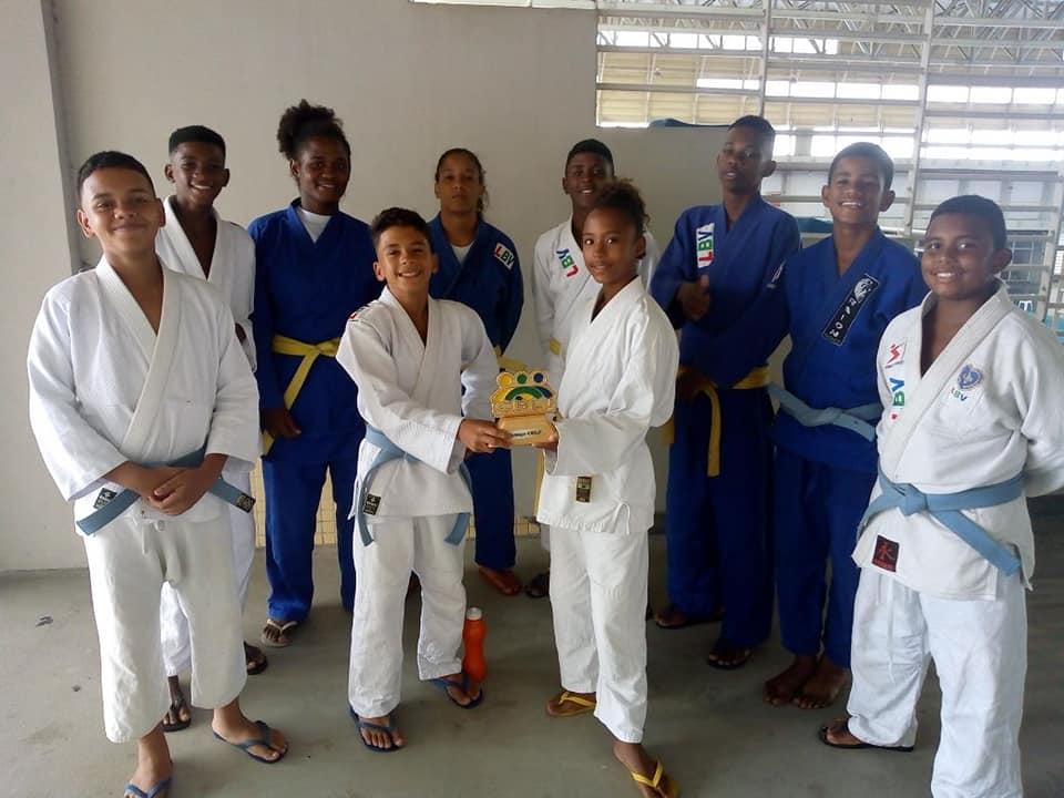 Projeto Judocas do Amanhã ganha troféu de melhor projeto social em competição no Espírito Santo