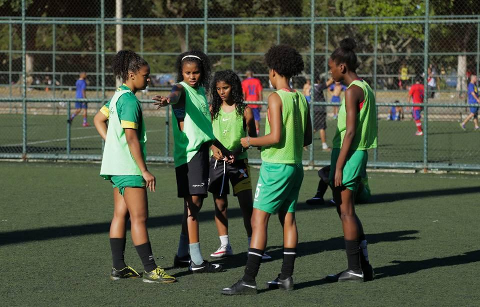 Time feminino de futebol do Complexo da Penha representa Brasil na Rússia