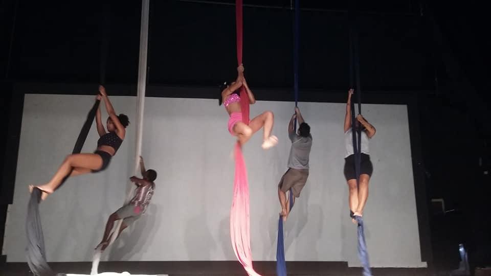 Arena Dicró tem aula de circo todas as terças e quintas