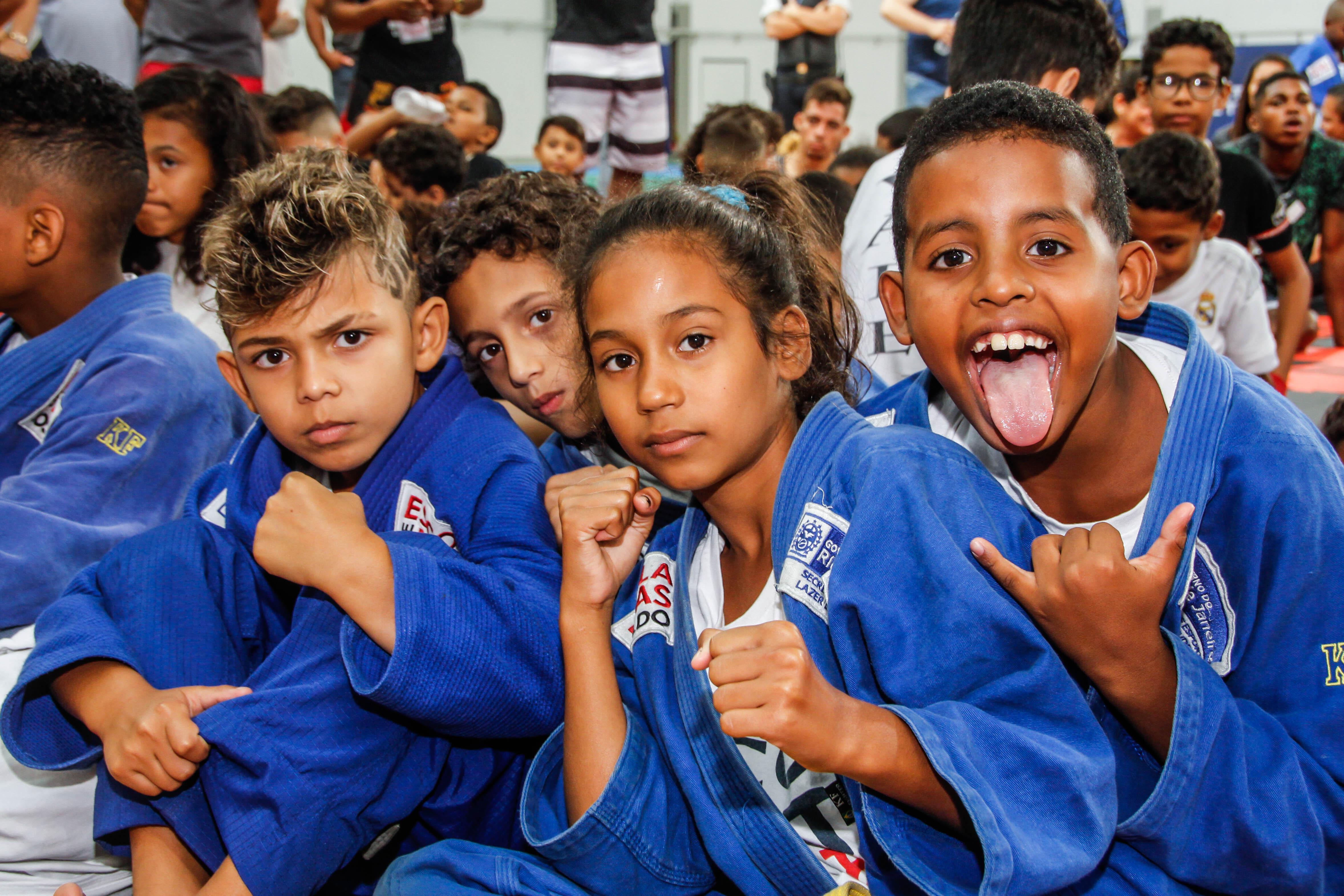 UFC realiza aulão beneficente para crianças de projetos sociais; VÍDEO