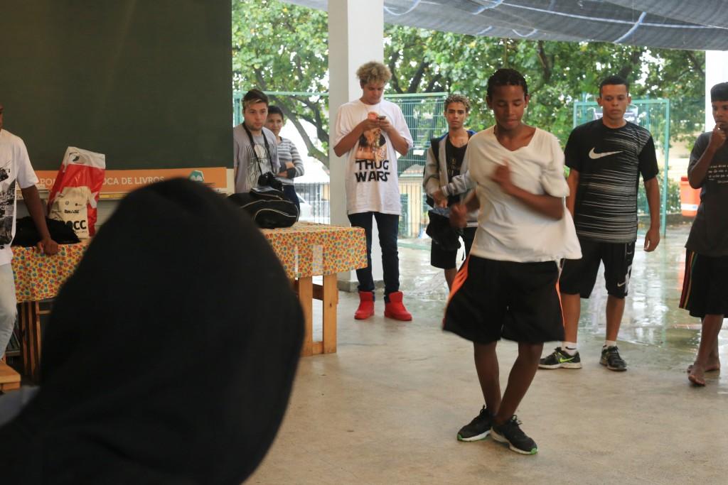 Arena Dicró oferece aulas gratuitas de passinho