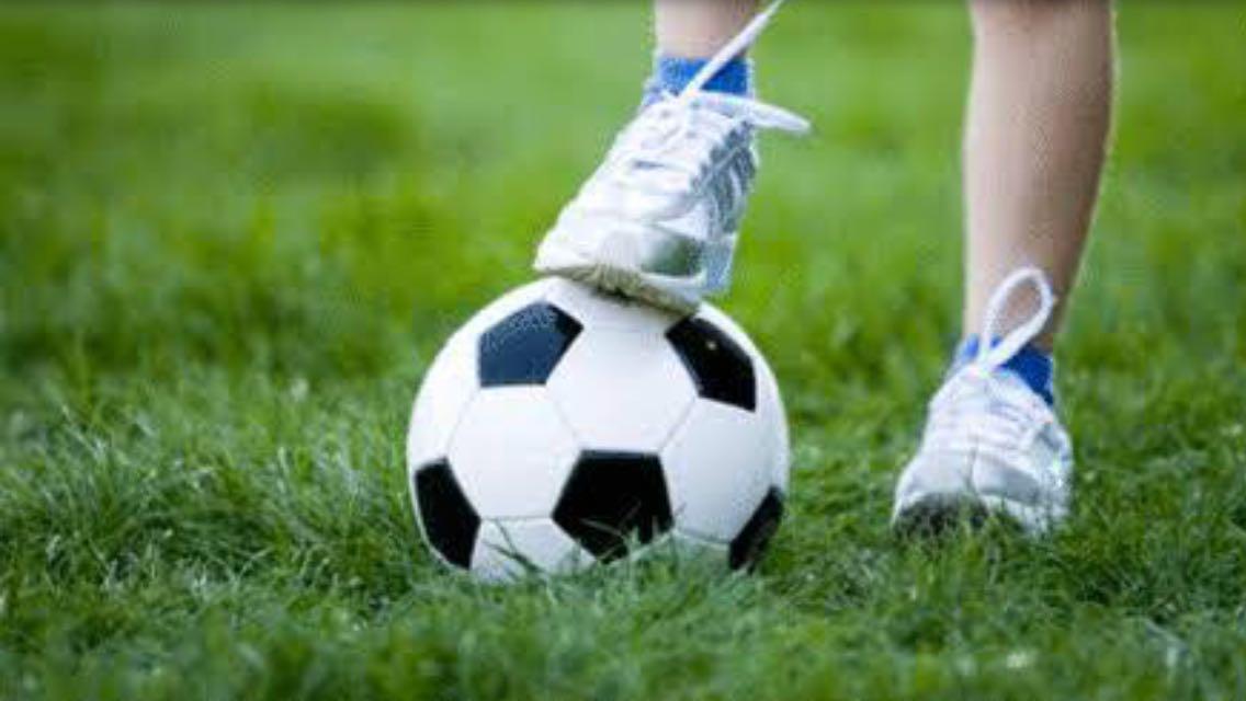 Instituto Angeluz tem vagas abertas para escolinha de futebol na Vila Kennedy