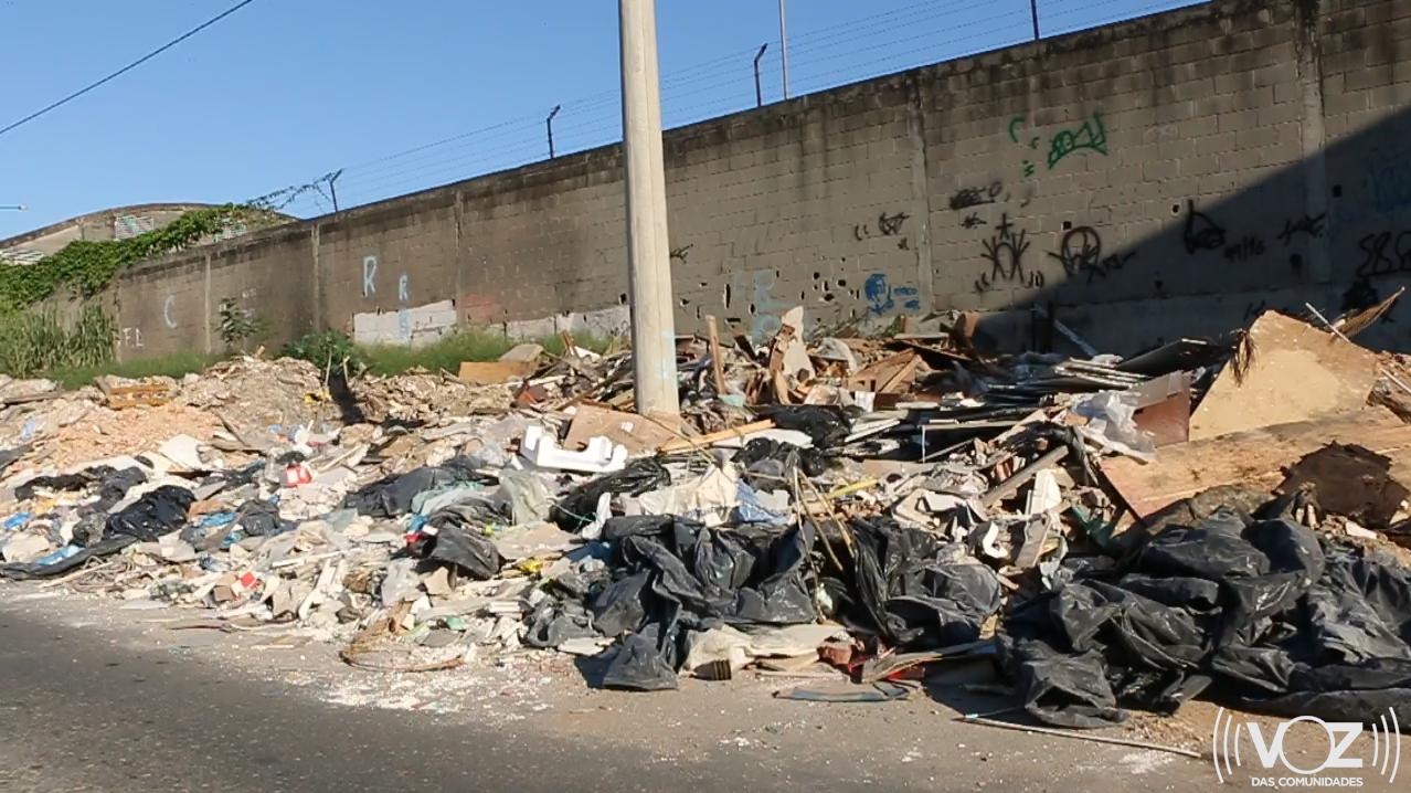 Rua do entulho: moradores de Inhaúma sofrem com abandono na rua Dona Emília; VÍDEO