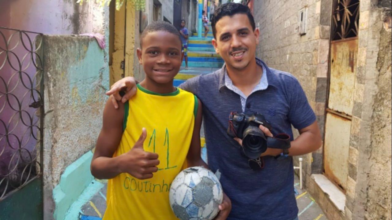 Philipe Coutinho quer conhecer criança da Vila Cruzeiro que usou camisa improvisada da seleção