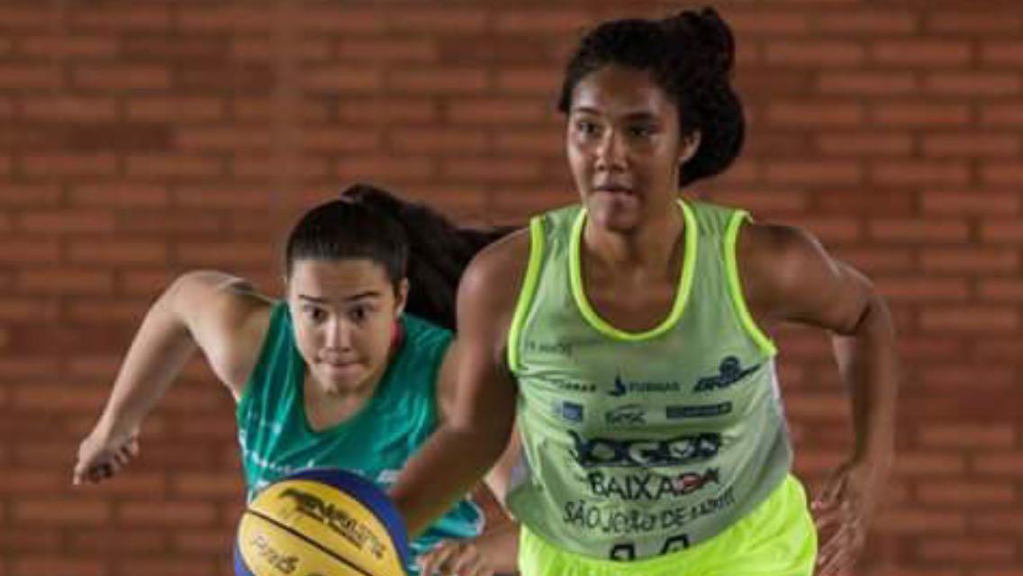 Atleta de basquete da Mangueira aprende técnicas da NBA no México