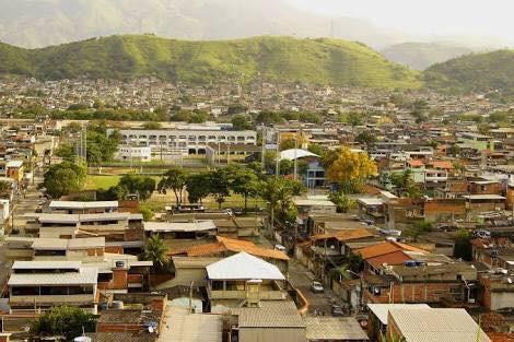 Instituto Angeluz e associação de moradores realizam ação social na Vila Kennedy