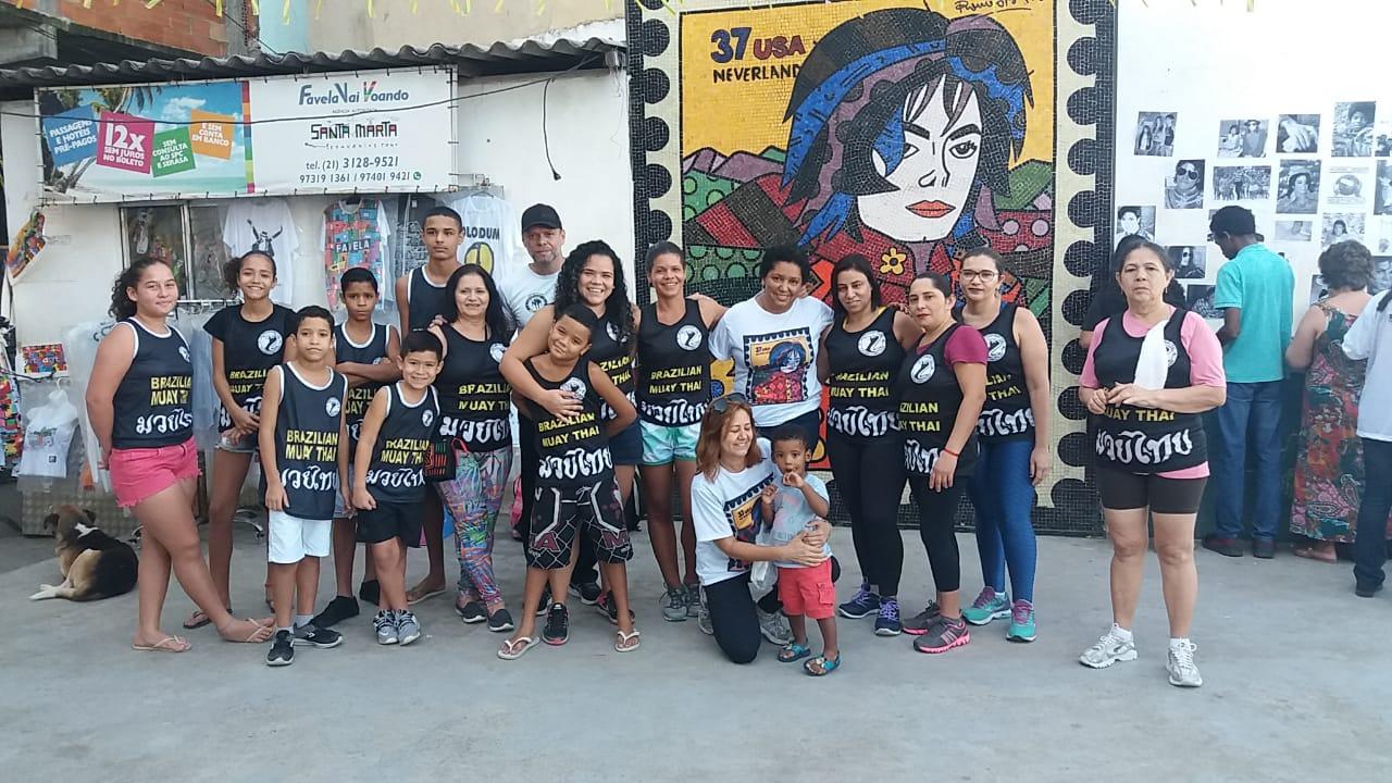 Moradores do Santa Marta fazem homenagem a Michael Jackson