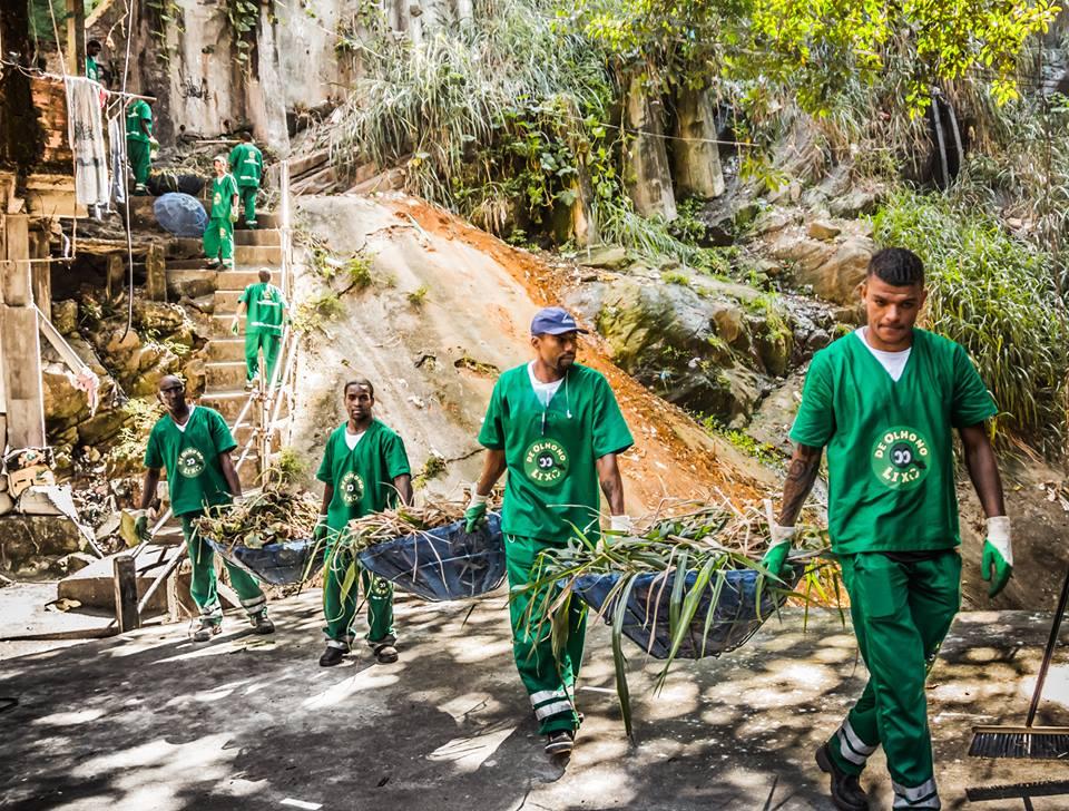 Projeto retira quase 900 toneladas de lixo em apenas dois anos na Rocinha