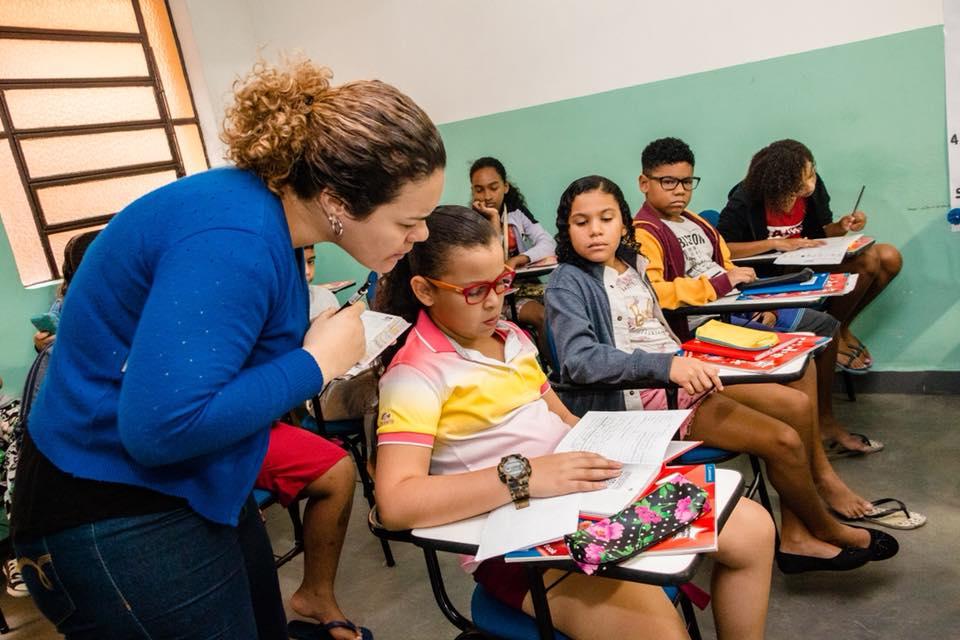 The English Clube abre 104 vagas para moradores do Complexo do Alemão