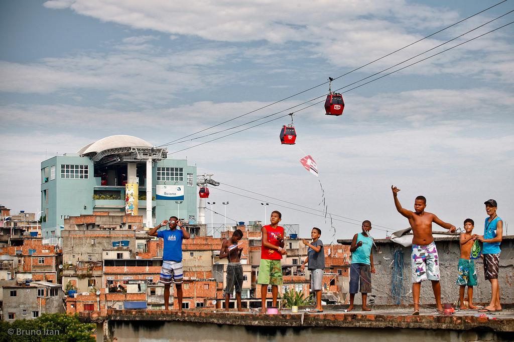 Empinar pipa, brincadeira com jeitinho carioca