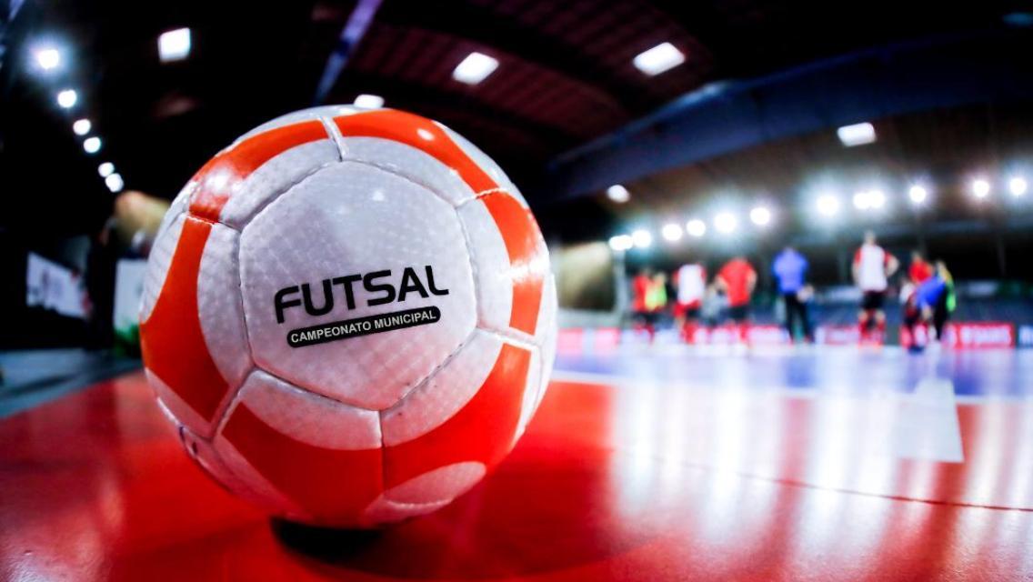 Escolinha de futsal para crianças abre vagas na Penha