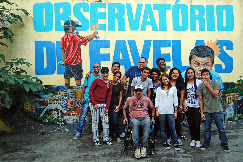 Primeira agência de narrativas abre vagas para jovens de favelas do Rio