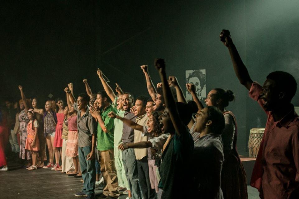 Aulas de teatro serão fornecidas para jovens no Complexo da Maré