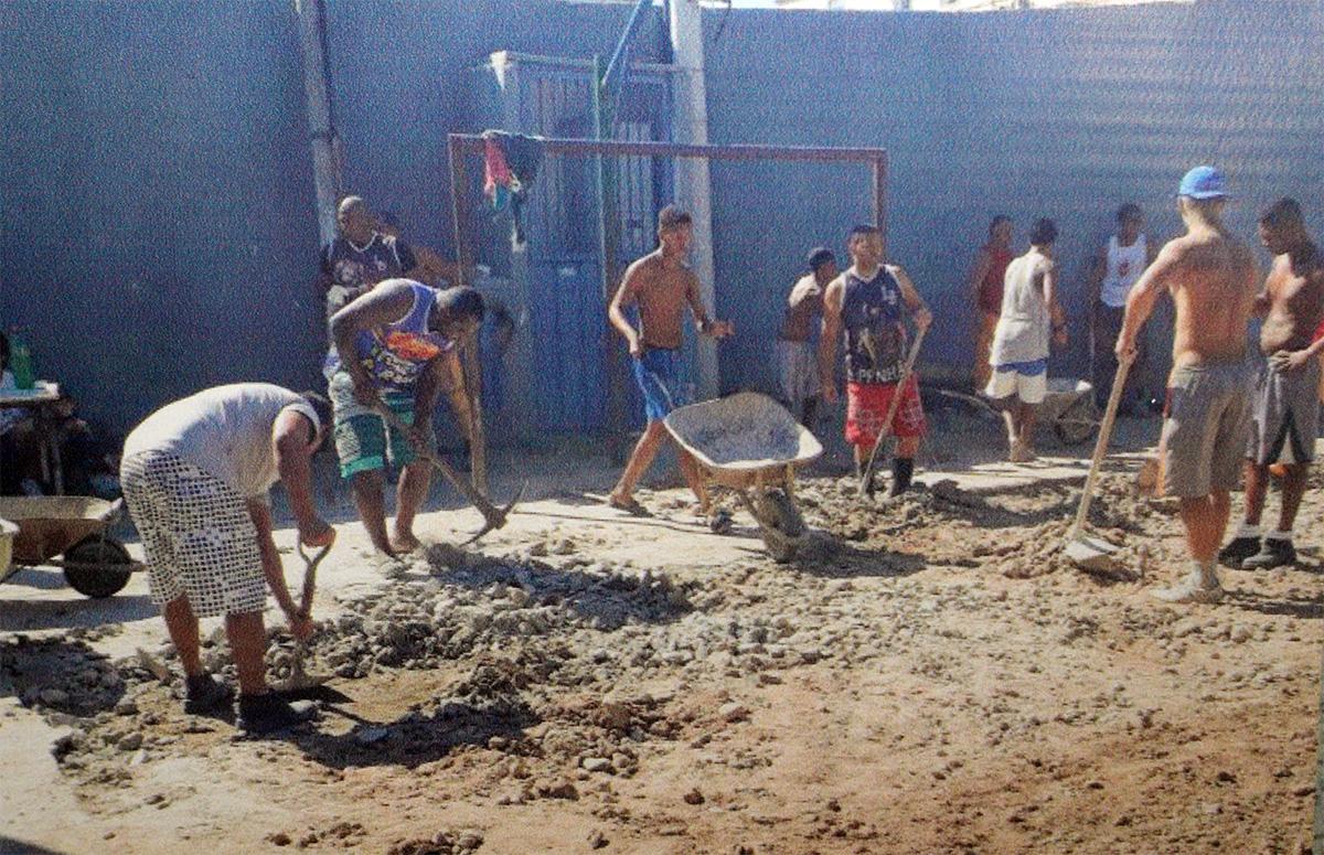 Escola da Vila Cruzeiro busca arrecadações para reforma da quadra poliesportiva