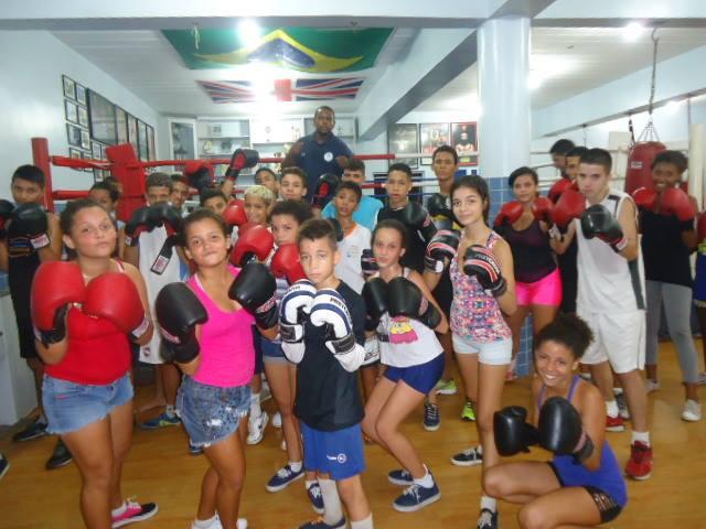 Projeto Educação Alternativa dá aulas de reforço escolar no Abraço Campeão