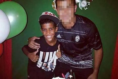 Jovem de 14 anos é baleado duas vezes em casa, na Rocina