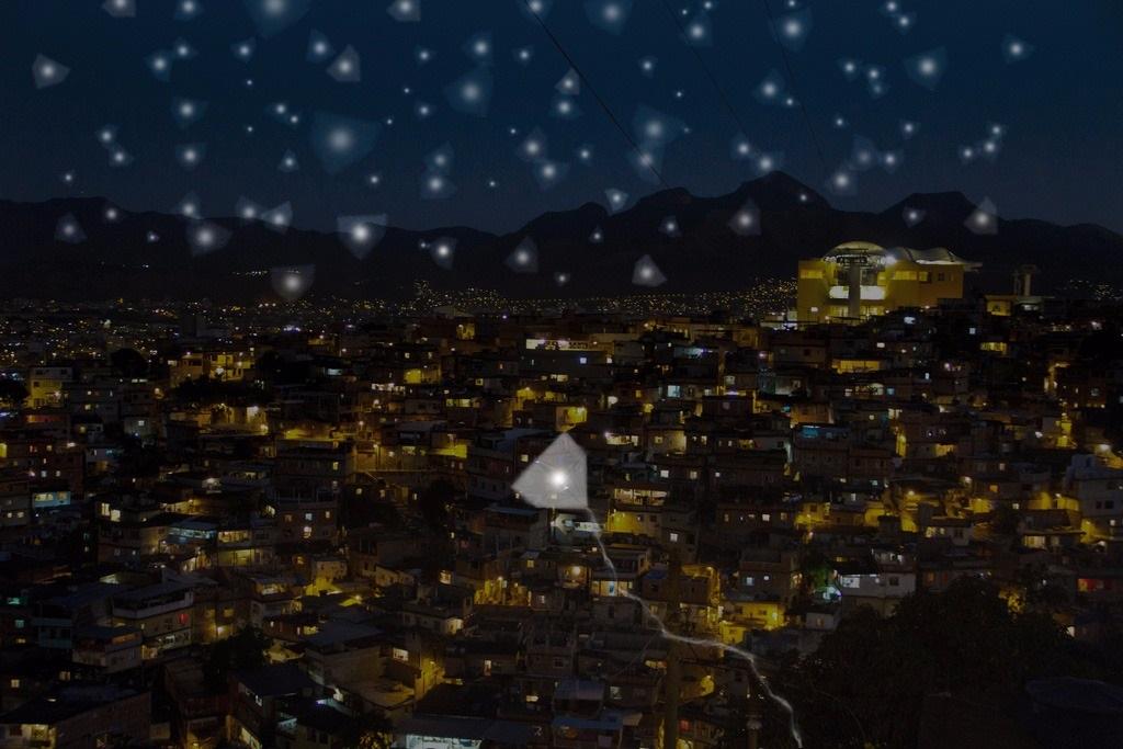 Cerca de 100 pipas vão iluminar o céu durante a noite de sábado, no Teleférico do Alemão