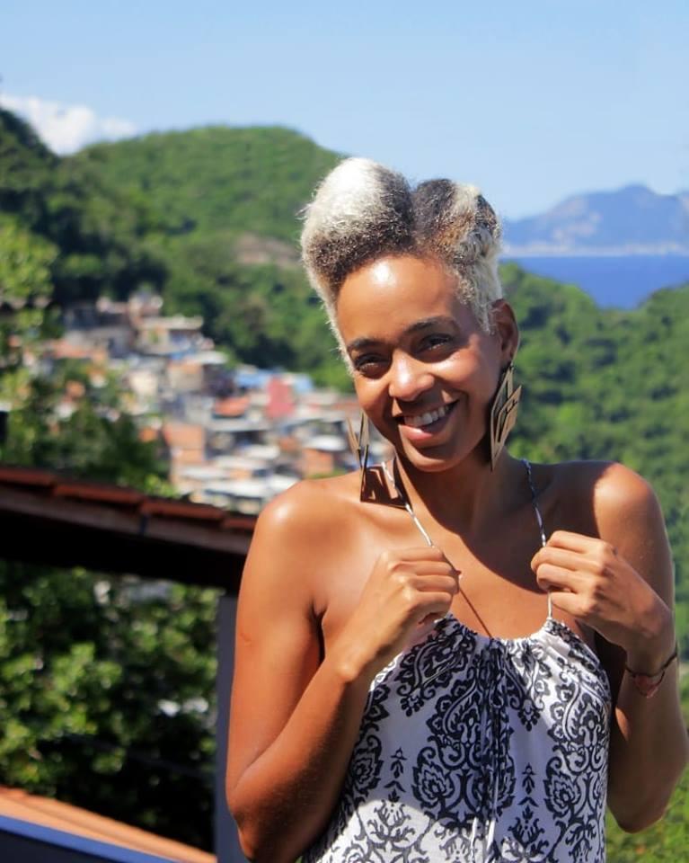 Ajude uma moradora do Chapéu Mangueira a participar de uma residência artística na Universidade de Manchester na Inglaterra