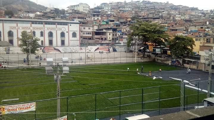 Campo de futebol na Vila Cruzeiro é reformado