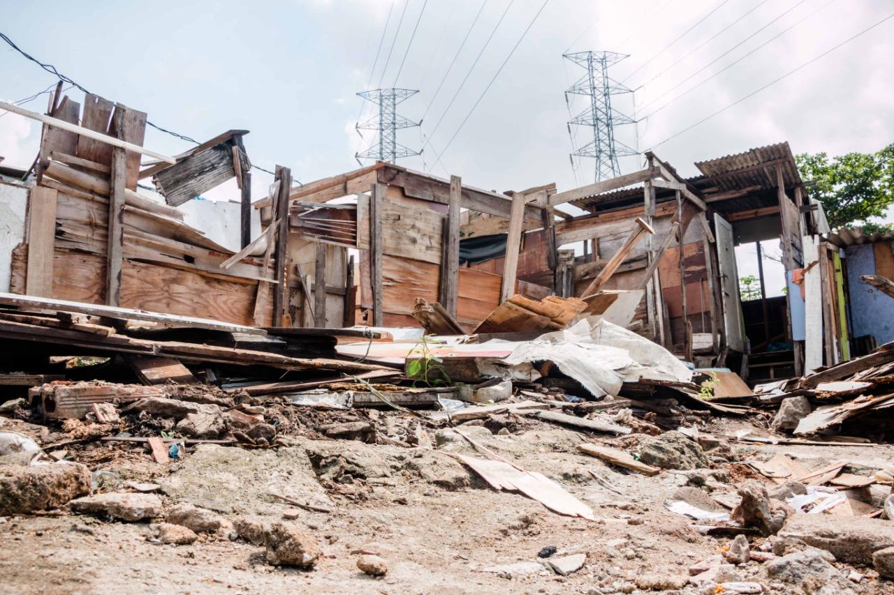 Casas começam a ser demolidas para construção de novas moradias no Everest