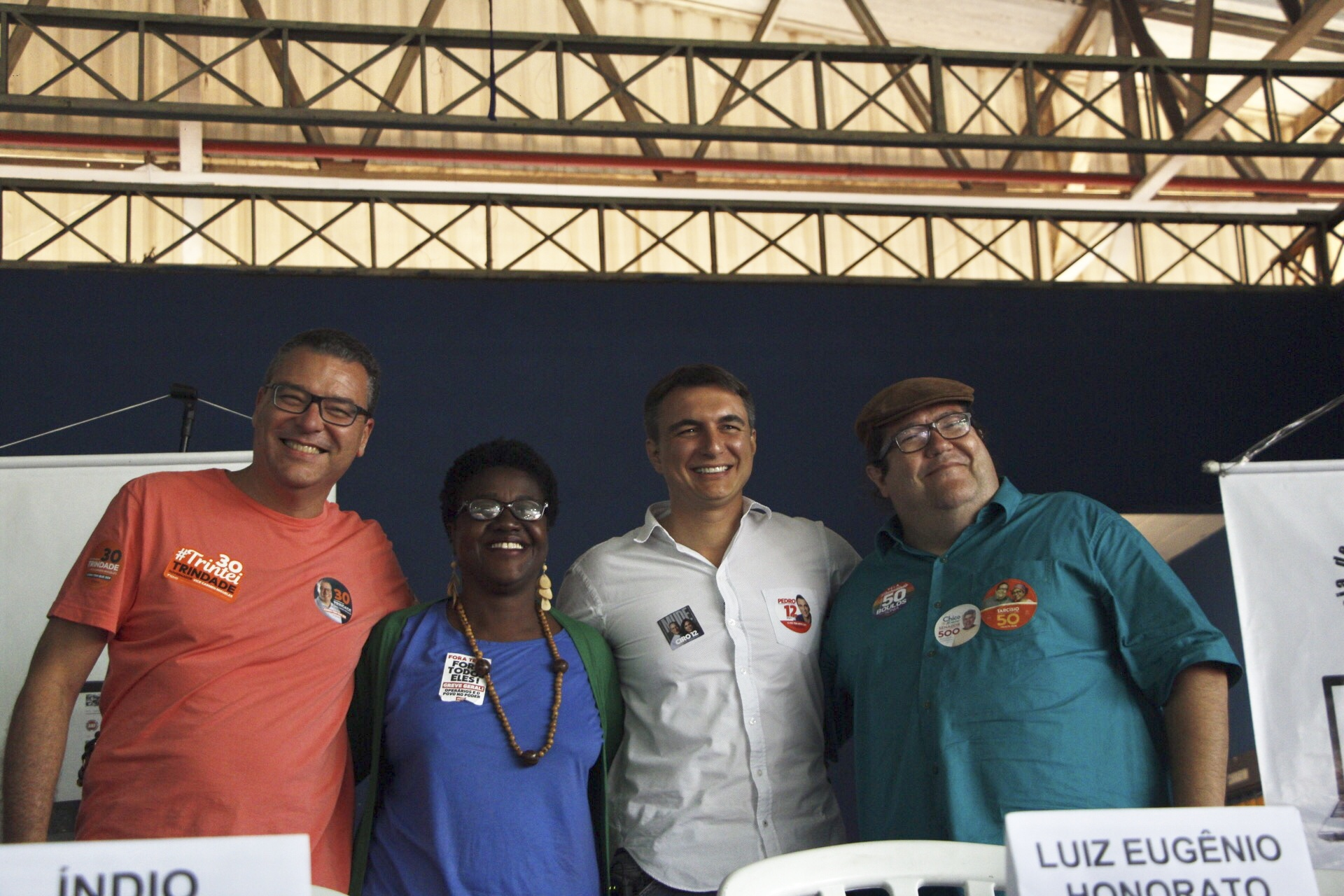 Complexo do Alemão recebe candidatos a governador do Rio de Janeiro