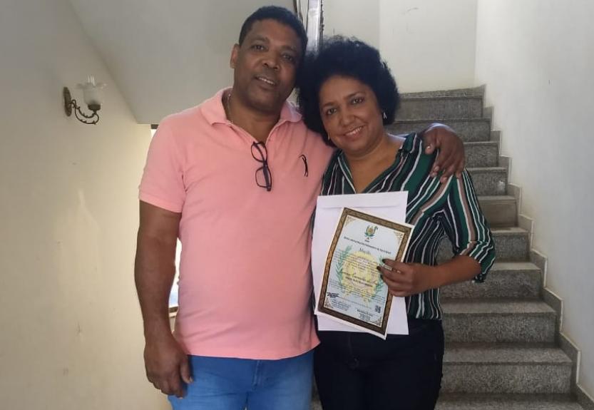 Moradora do Santa Marta recebe homenagem por trabalhos sociais dentro da comunidade