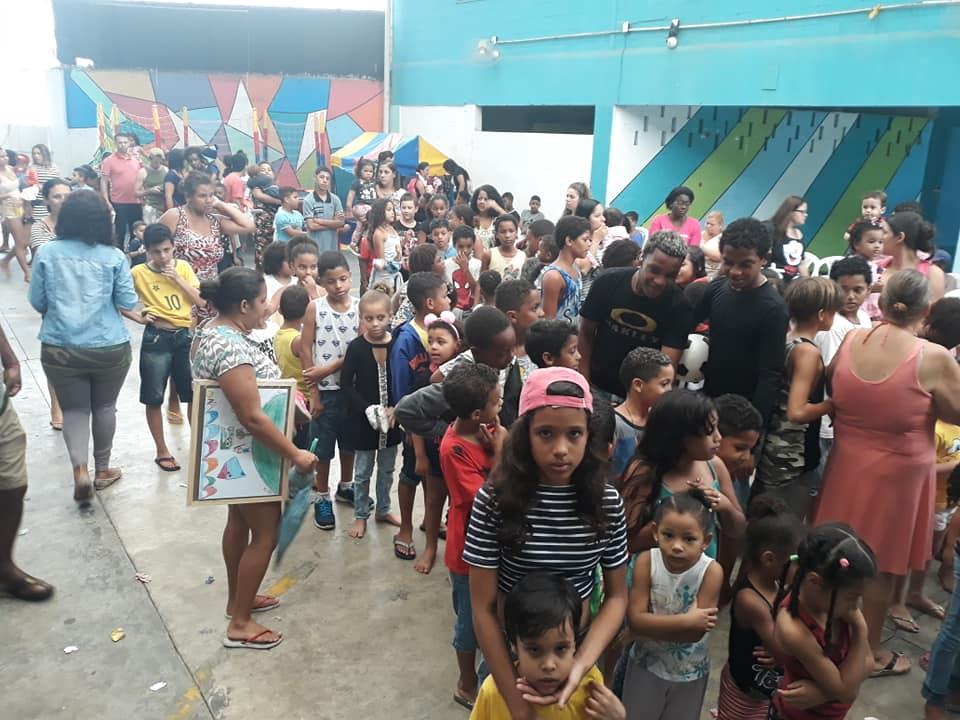 Centro Comunitário faz campanha de apadrinhamento de crianças para o Natal na Vila Kenendy