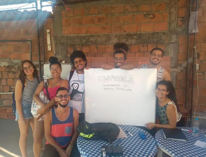 #UERJ: Alunas de pré vestibular comunitário na Maré são aprovadas em Pedagogia