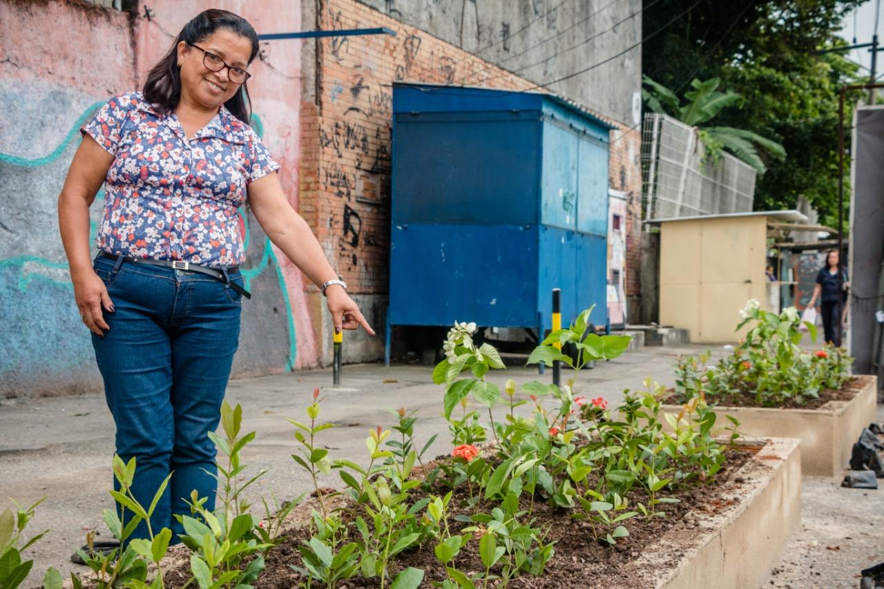 """""""A ideia era ocupar a calçada de uma forma certa, evitando as barracas e o estacionamento irregular"""". Foto: renato Moura/Voz das Comunidades"""