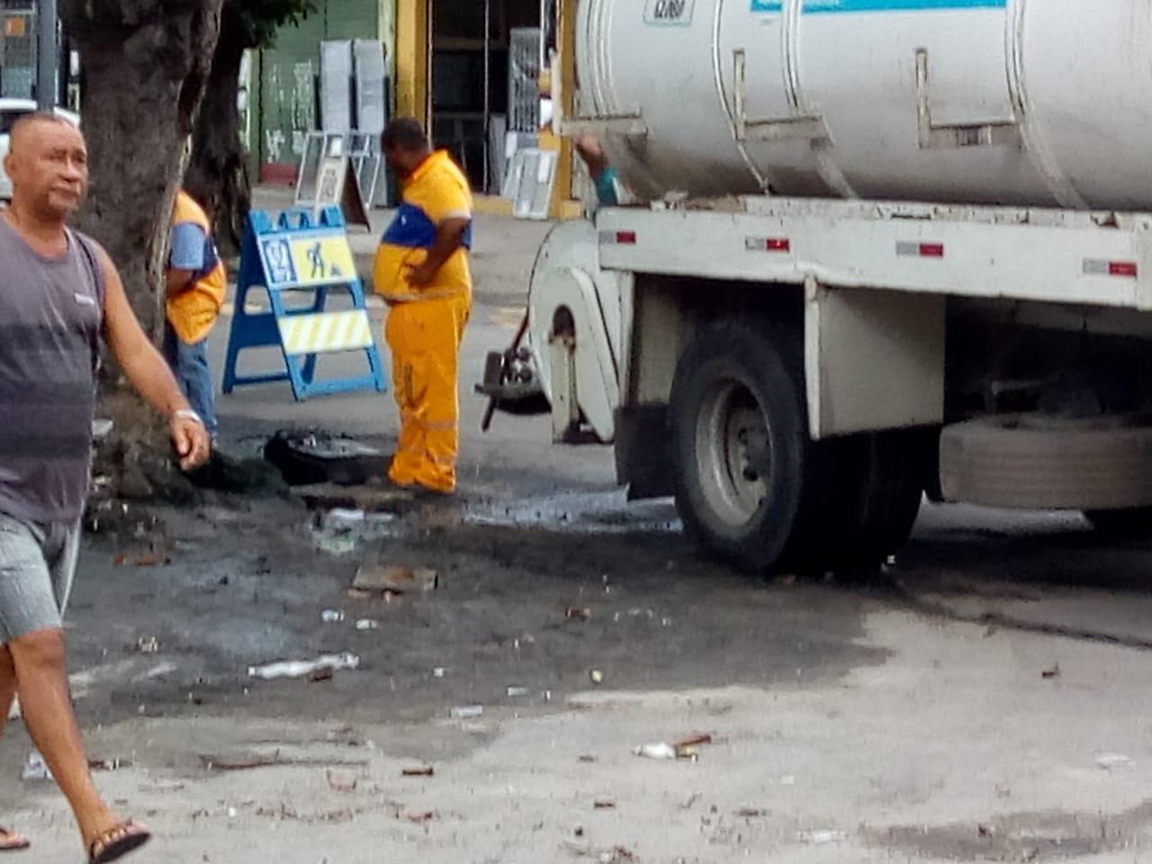 Conservação realiza reparo em vazamento de esgoto na Penha