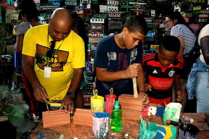Na favela Pereira da Silva, Projeto Morrinho comemora 21 anos de resistência