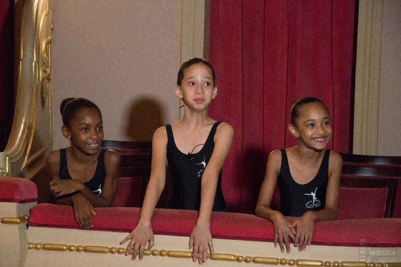 Do Alemão para o mundo: Conheça as três novas bailarinas do Theatro Municipal