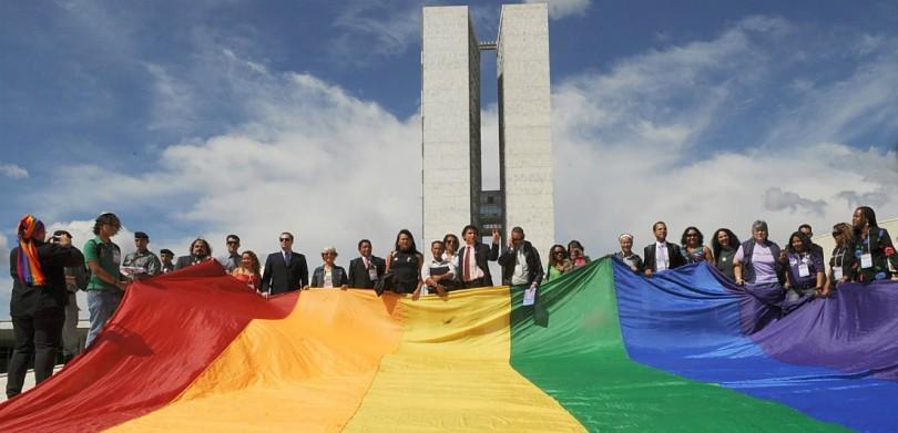#ArtigoDeOpinião: A criminalização da LGBTfobia funciona pra quem?