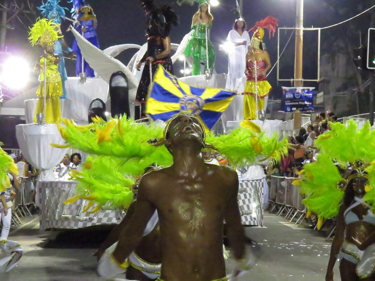 #ManualDoRolé: Longe dos holofotes da Sapucaí, carnaval do povo na Intendente Magalhães