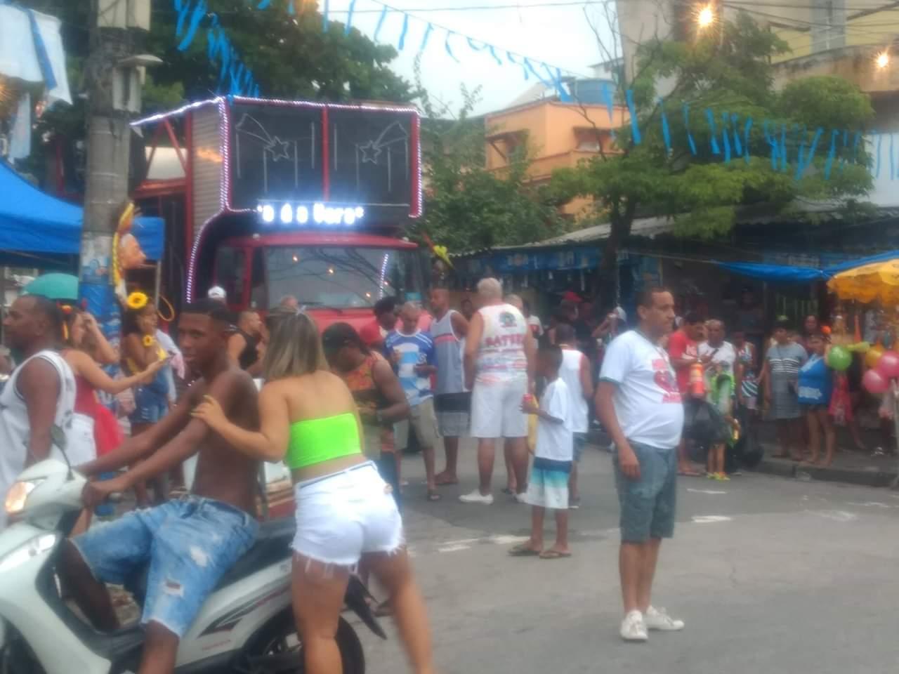 #VozNoCarnaval: Bloco Feiticeiras Ciganas agita ruas de Olaria