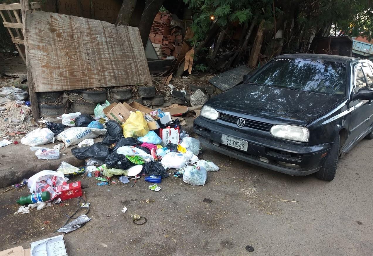 Descarte irregular de lixo cresce no Complexo do Alemão